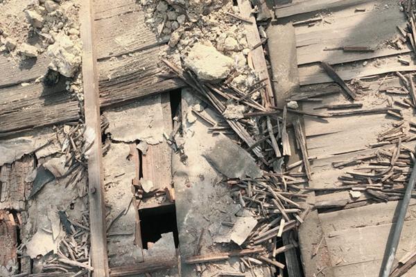 屋根下地まで劣化している場合は葺き替えがお勧めです